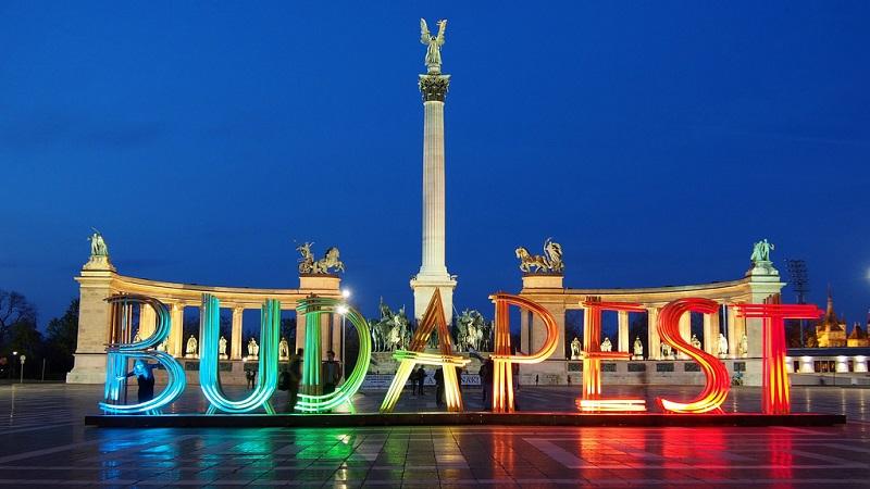 Monumento do Milênio na Praça dos Heróis em Budapeste