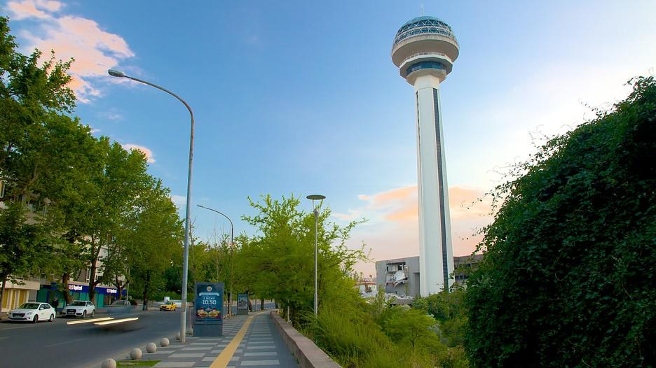 Torre Atakule em Ancara na Turquia