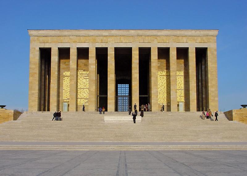 Entrada do Mausoléu Atatürk em Ancara
