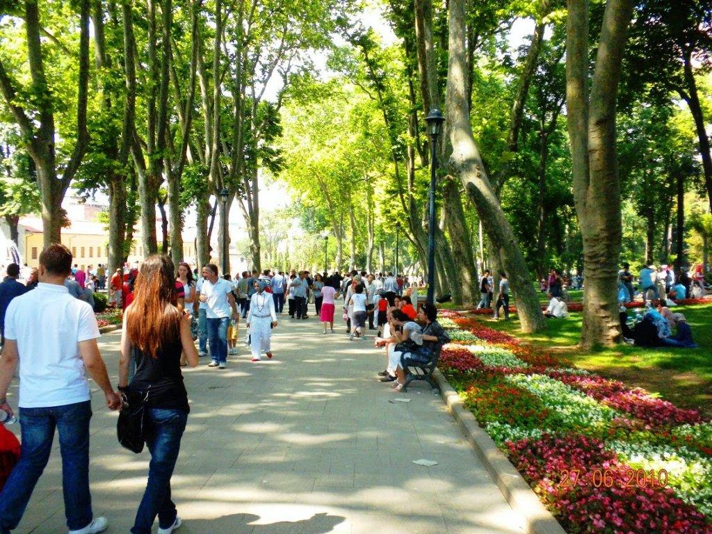 Passeio com as crianças pelo parque Gülhane em Istambul