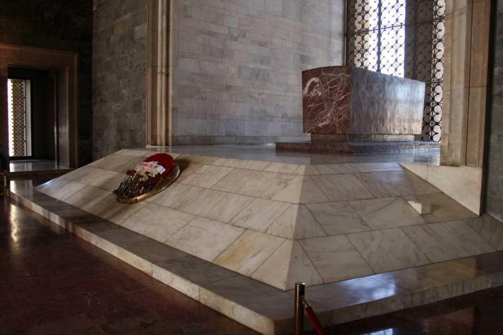 Tumba simbólica do Mustafa Kemal Atatürk no Mausoléu